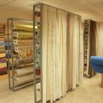 Sección de cortinas y tejidos en Tapicerías La Industrial